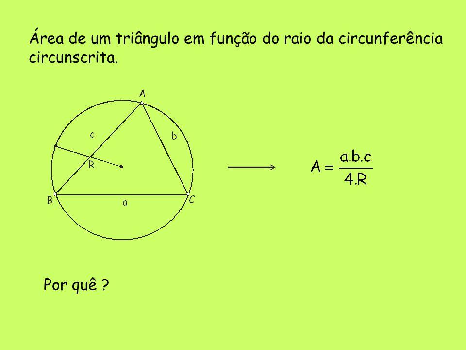Área de um triângulo em função do raio da circunferência
