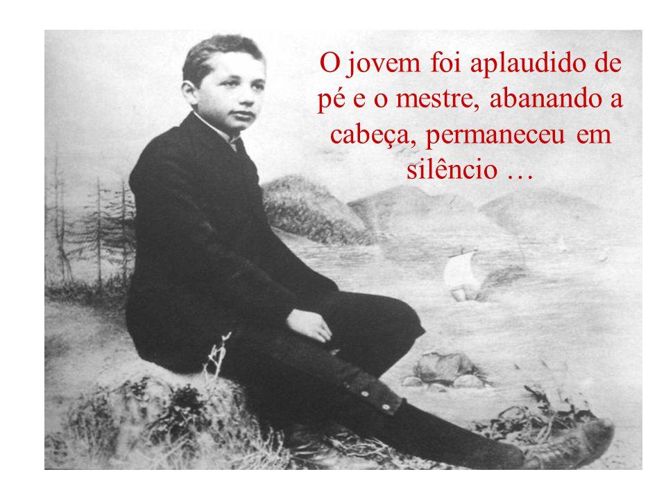 O jovem foi aplaudido de pé e o mestre, abanando a cabeça, permaneceu em silêncio …