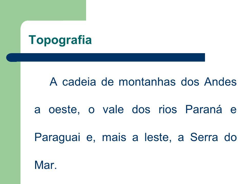 TopografiaA cadeia de montanhas dos Andes a oeste, o vale dos rios Paraná e Paraguai e, mais a leste, a Serra do Mar.