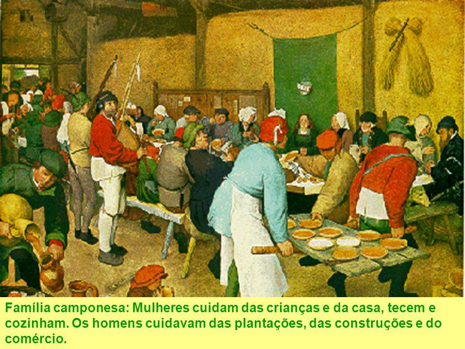 Família camponesa: Mulheres cuidam das crianças e da casa, tecem e cozinham. Os homens cuidavam das plantações, das construções e do comércio.