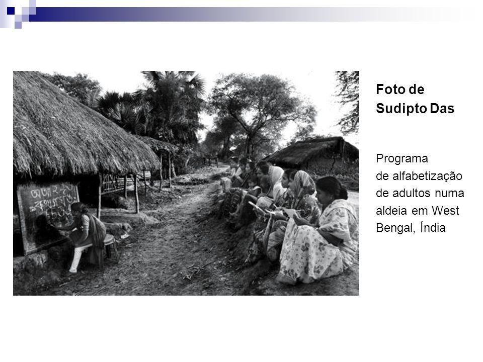 Foto de Sudipto Das Programa de alfabetização de adultos numa