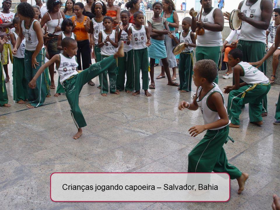 Crianças jogando capoeira – Salvador, Bahia