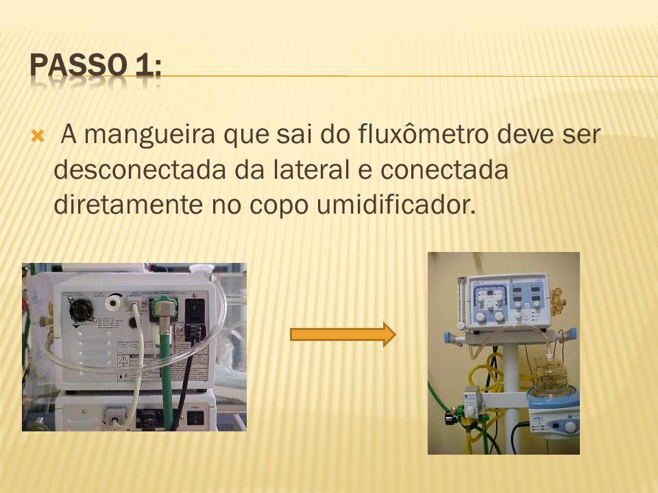 Passo 1: A mangueira que sai do fluxômetro deve ser desconectada da lateral e conectada diretamente no copo umidificador.
