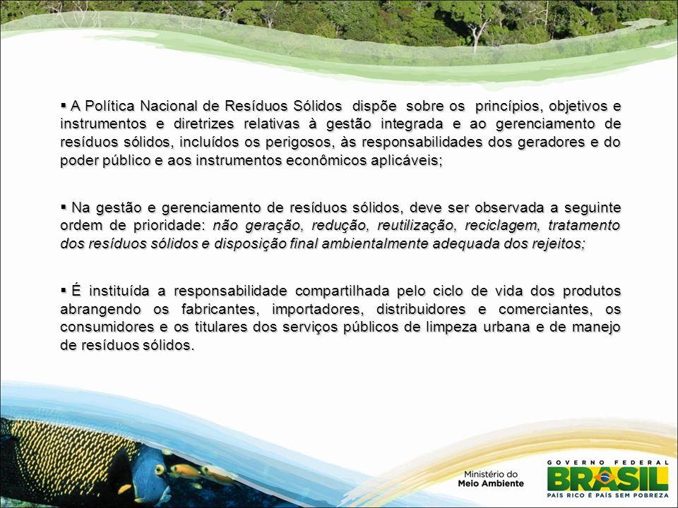 A Política Nacional de Resíduos Sólidos dispõe sobre os princípios, objetivos e instrumentos e diretrizes relativas à gestão integrada e ao gerenciamento de resíduos sólidos, incluídos os perigosos, às responsabilidades dos geradores e do poder público e aos instrumentos econômicos aplicáveis;