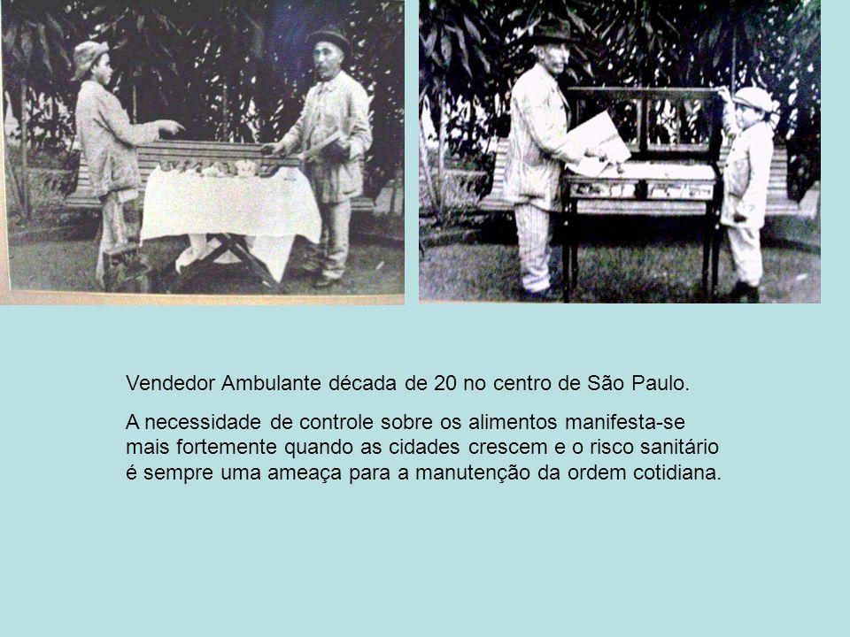 Vendedor Ambulante década de 20 no centro de São Paulo.
