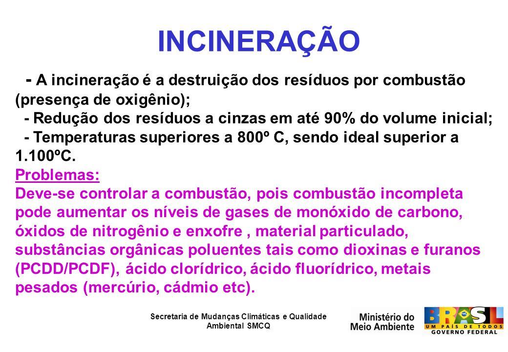 INCINERAÇÃO - A incineração é a destruição dos resíduos por combustão (presença de oxigênio);