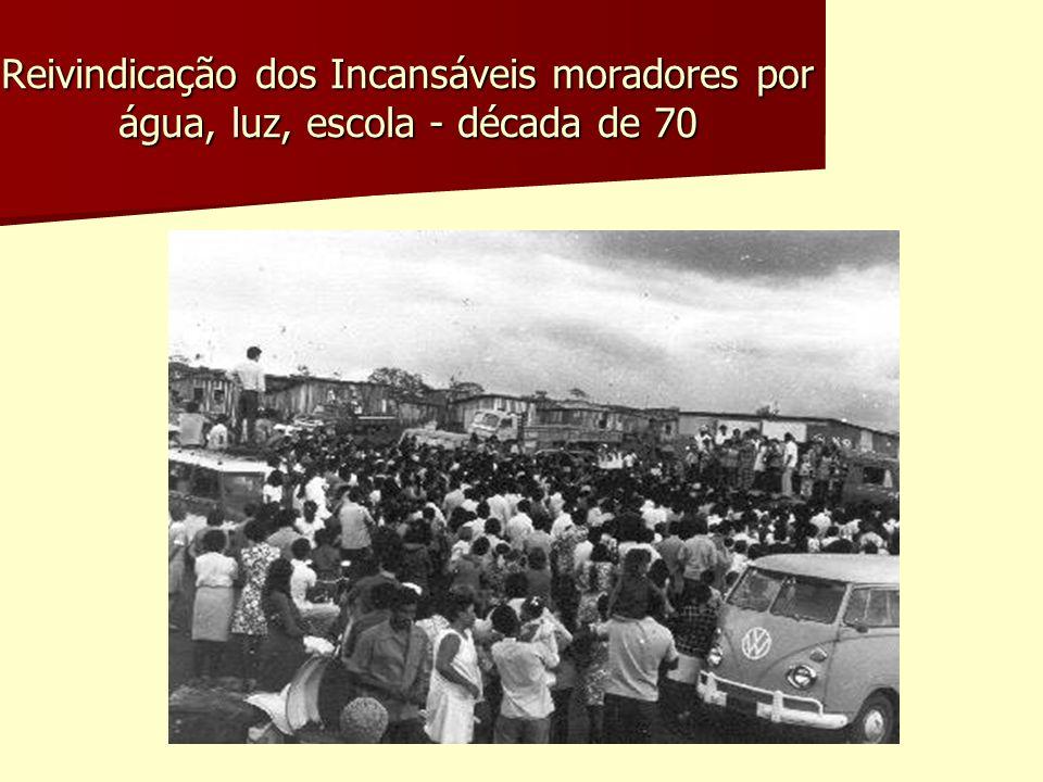 Reivindicação dos Incansáveis moradores por água, luz, escola - década de 70