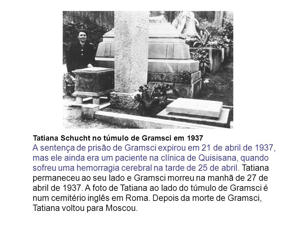 Tatiana Schucht no túmulo de Gramsci em 1937