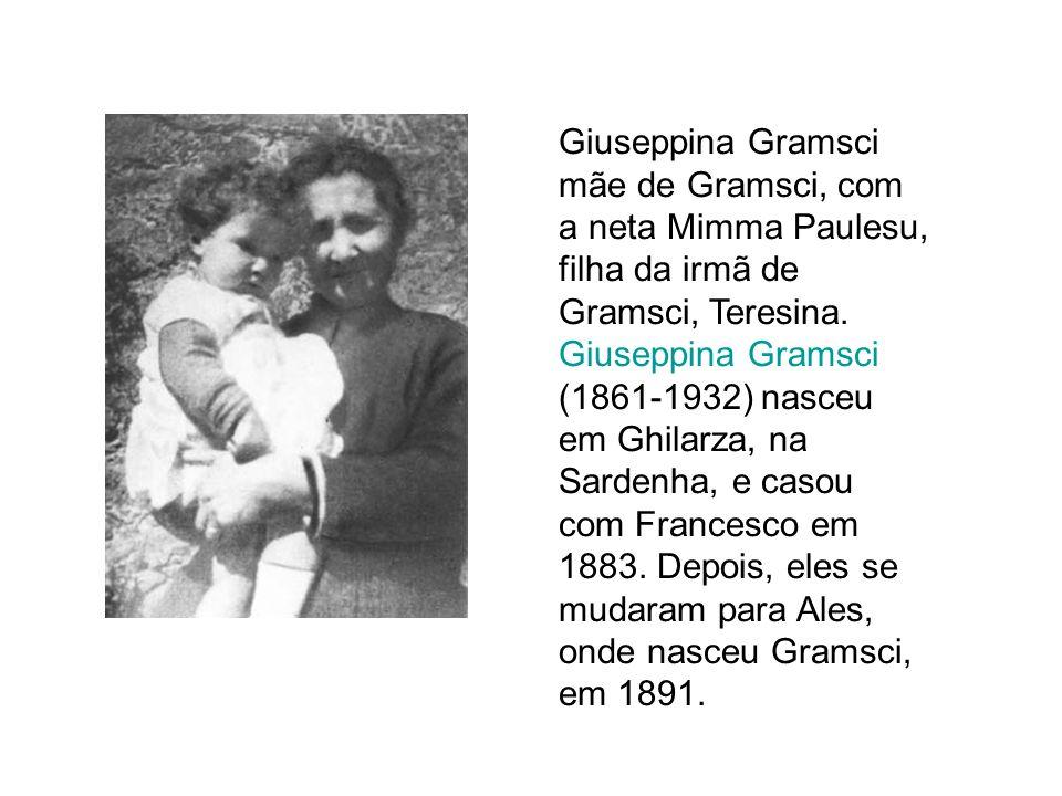 Giuseppina Gramsci mãe de Gramsci, com a neta Mimma Paulesu, filha da irmã de Gramsci, Teresina.