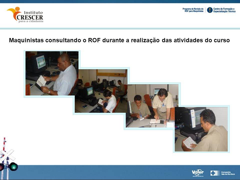 Maquinistas consultando o ROF durante a realização das atividades do curso