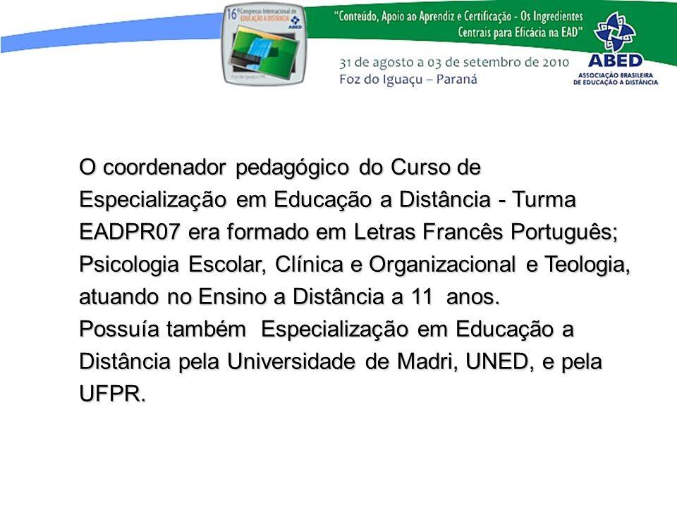O coordenador pedagógico do Curso de Especialização em Educação a Distância - Turma EADPR07 era formado em Letras Francês Português; Psicologia Escolar, Clínica e Organizacional e Teologia, atuando no Ensino a Distância a 11 anos.