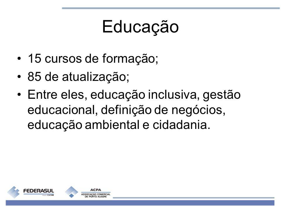 Educação 15 cursos de formação; 85 de atualização;