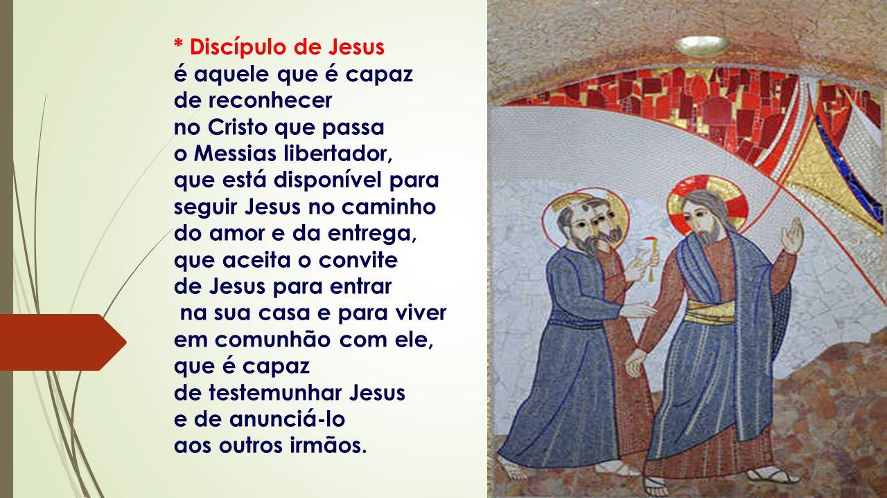 * Discípulo de Jesus é aquele que é capaz. de reconhecer. no Cristo que passa. o Messias libertador,