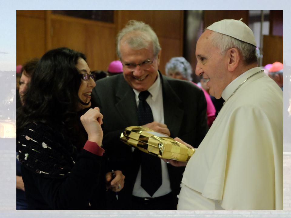 CAFÉ COM O PAPA Foto arturo e hermelinda c o papa