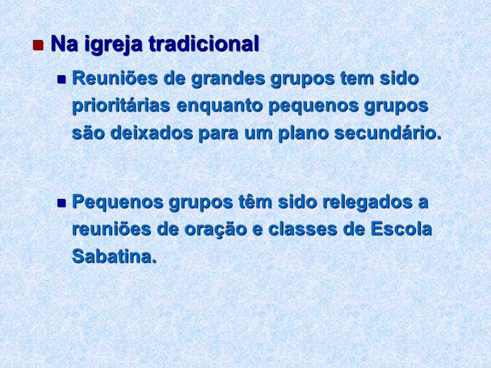 Na igreja tradicionalReuniões de grandes grupos tem sido prioritárias enquanto pequenos grupos são deixados para um plano secundário.
