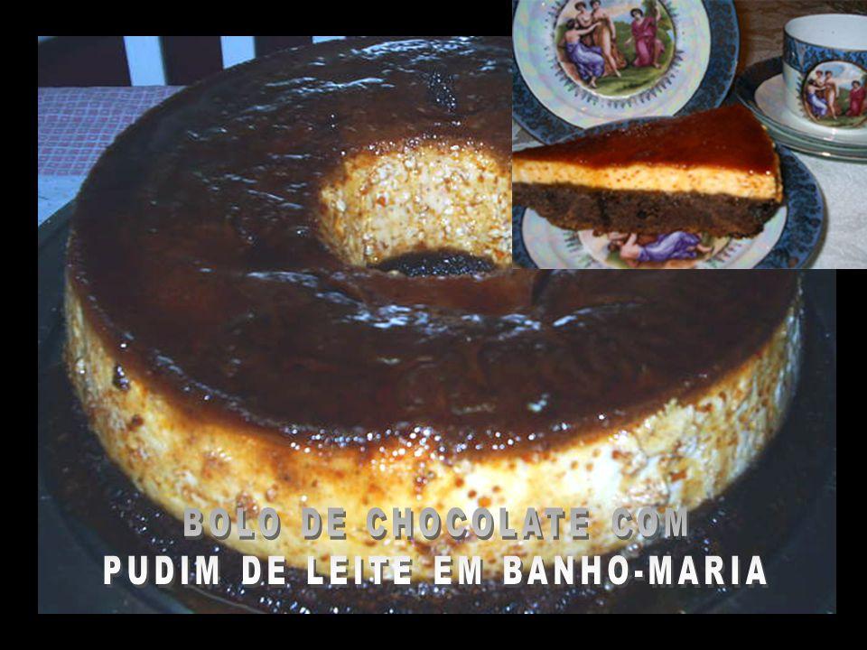 BOLO DE CHOCOLATE COM PUDIM DE LEITE EM BANHO-MARIA