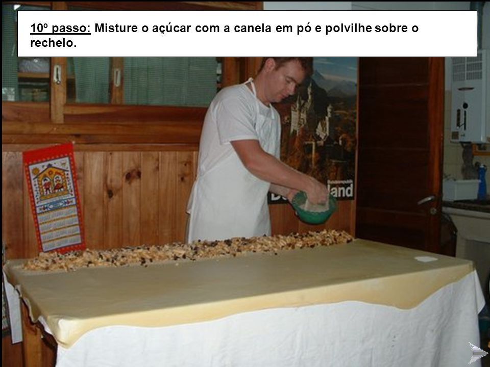 STRUDEL10 10º passo: Misture o açúcar com a canela em pó e polvilhe sobre o recheio.