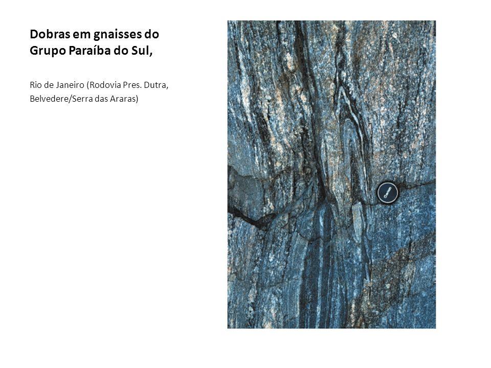 Dobras em gnaisses do Grupo Paraíba do Sul,