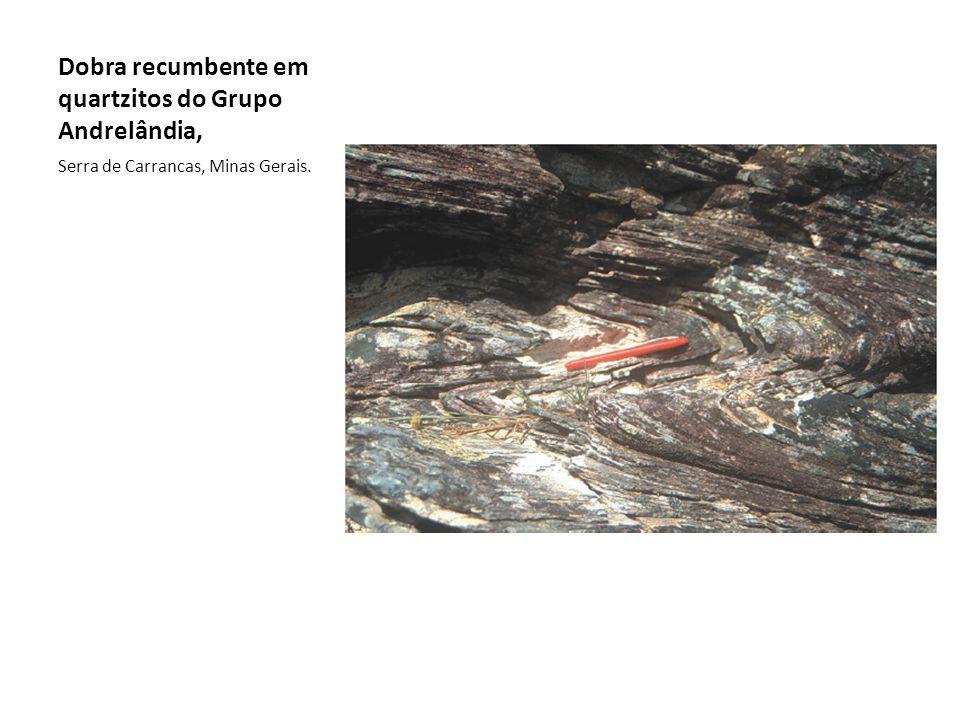 Dobra recumbente em quartzitos do Grupo Andrelândia,