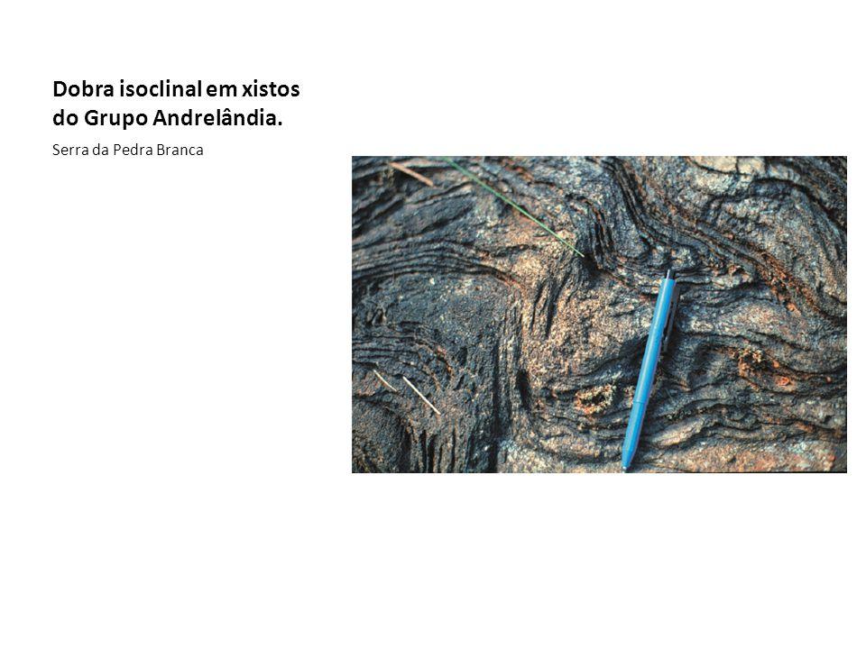Dobra isoclinal em xistos do Grupo Andrelândia.