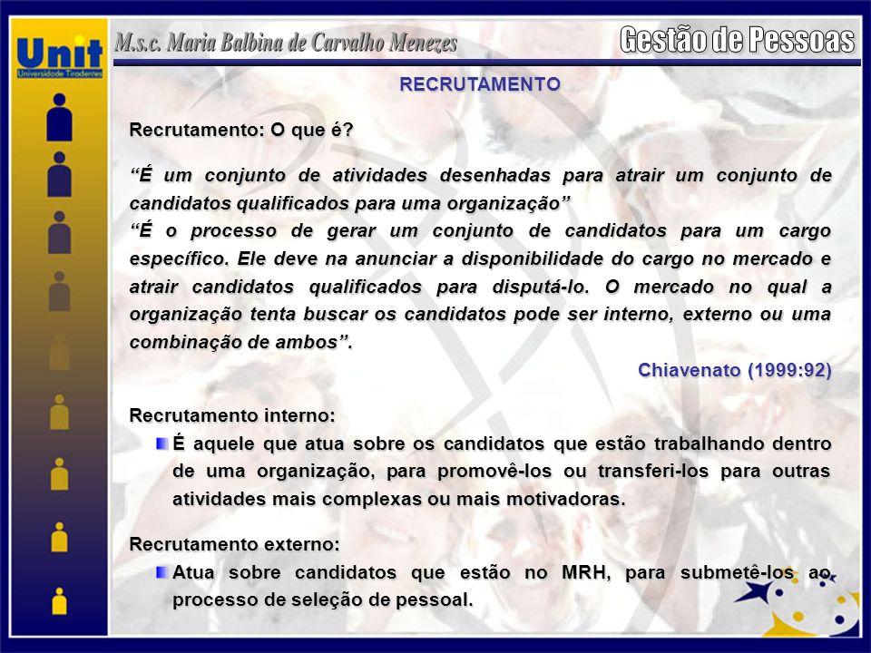 RECRUTAMENTO Recrutamento: O que é É um conjunto de atividades desenhadas para atrair um conjunto de candidatos qualificados para uma organização