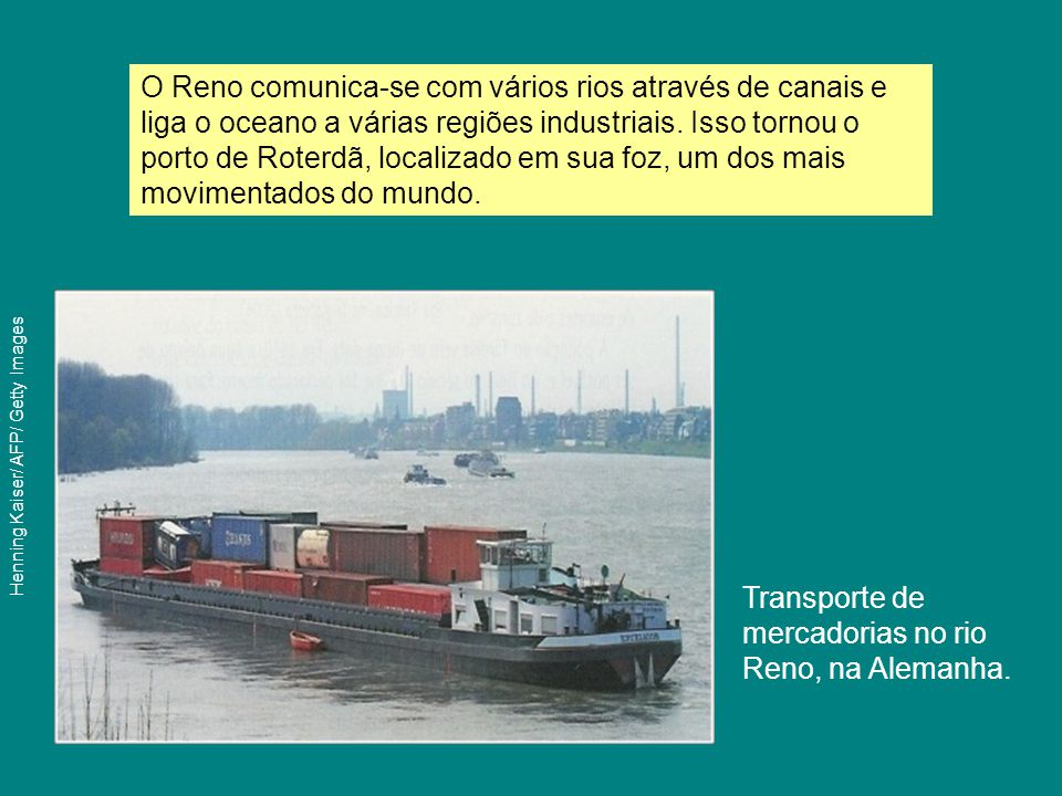 Transporte de mercadorias no rio Reno, na Alemanha.