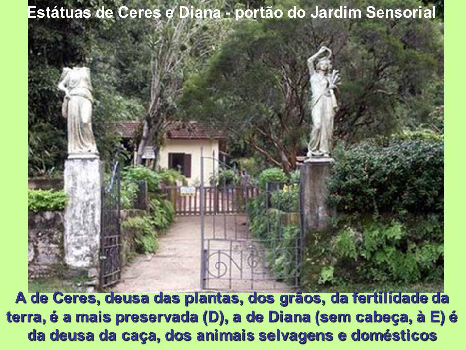 Estátuas de Ceres e Diana - portão do Jardim Sensorial