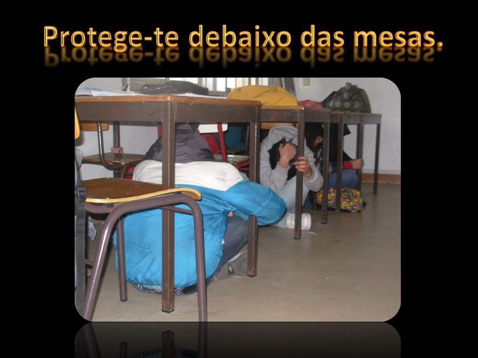 Protege-te debaixo das mesas.