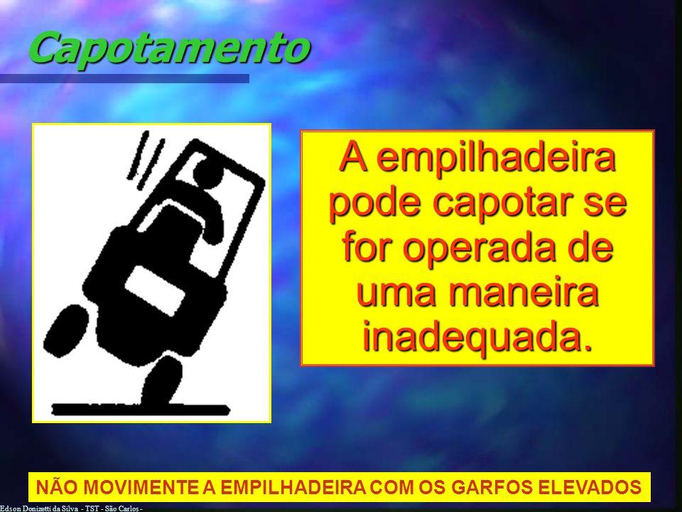 A empilhadeira pode capotar se for operada de uma maneira inadequada.