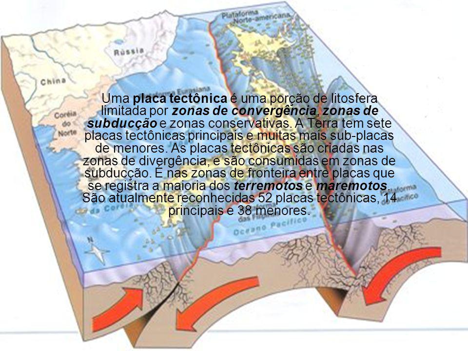 Uma placa tectônica é uma porção de litosfera limitada por zonas de convergência, zonas de subducção e zonas conservativas.
