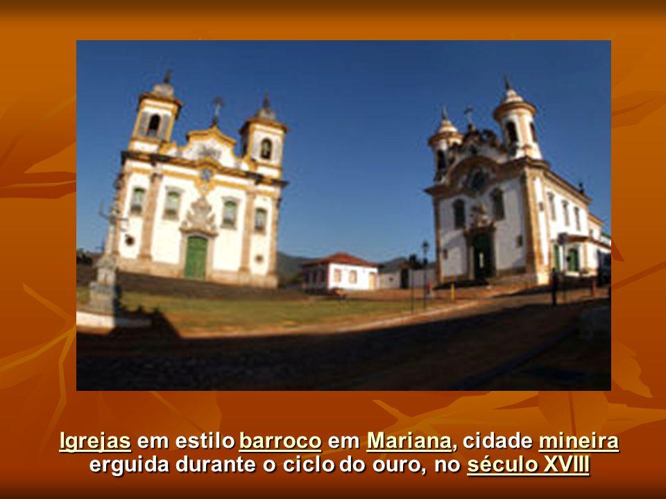 Igrejas em estilo barroco em Mariana, cidade mineira erguida durante o ciclo do ouro, no século XVIII