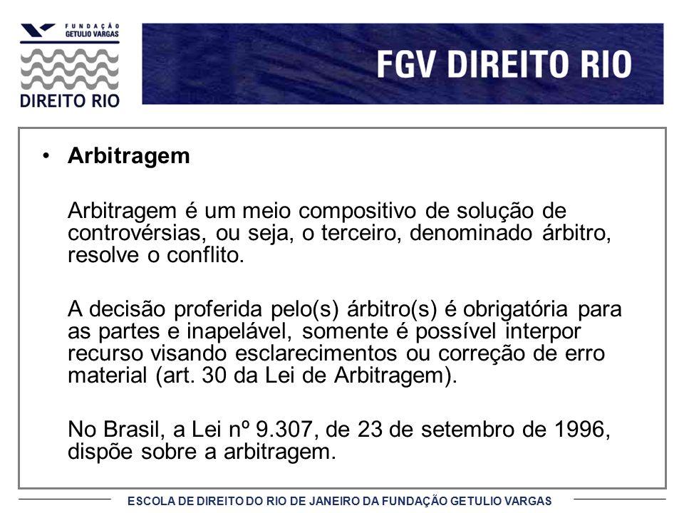 Arbitragem Arbitragem é um meio compositivo de solução de controvérsias, ou seja, o terceiro, denominado árbitro, resolve o conflito.