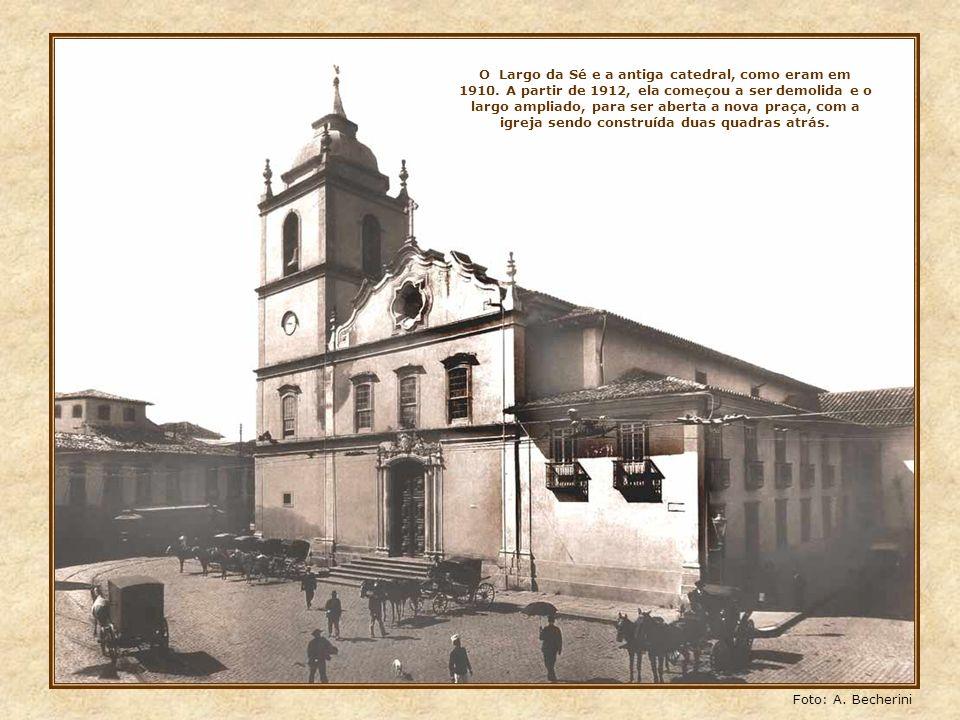 O Largo da Sé e a antiga catedral, como eram em 1910