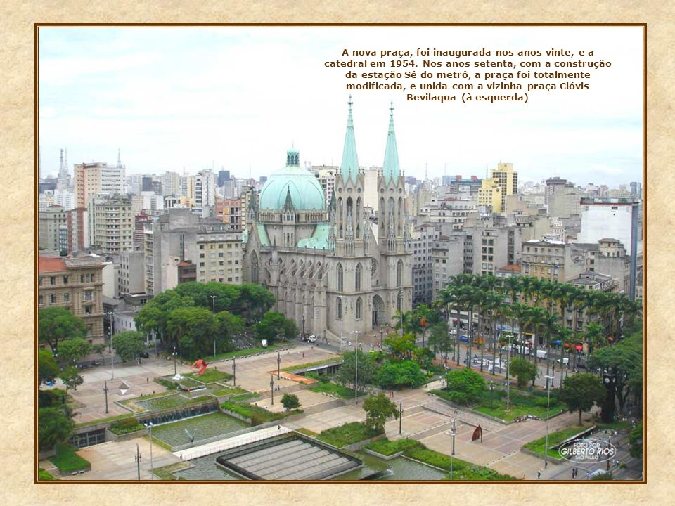 A nova praça, foi inaugurada nos anos vinte, e a catedral em 1954
