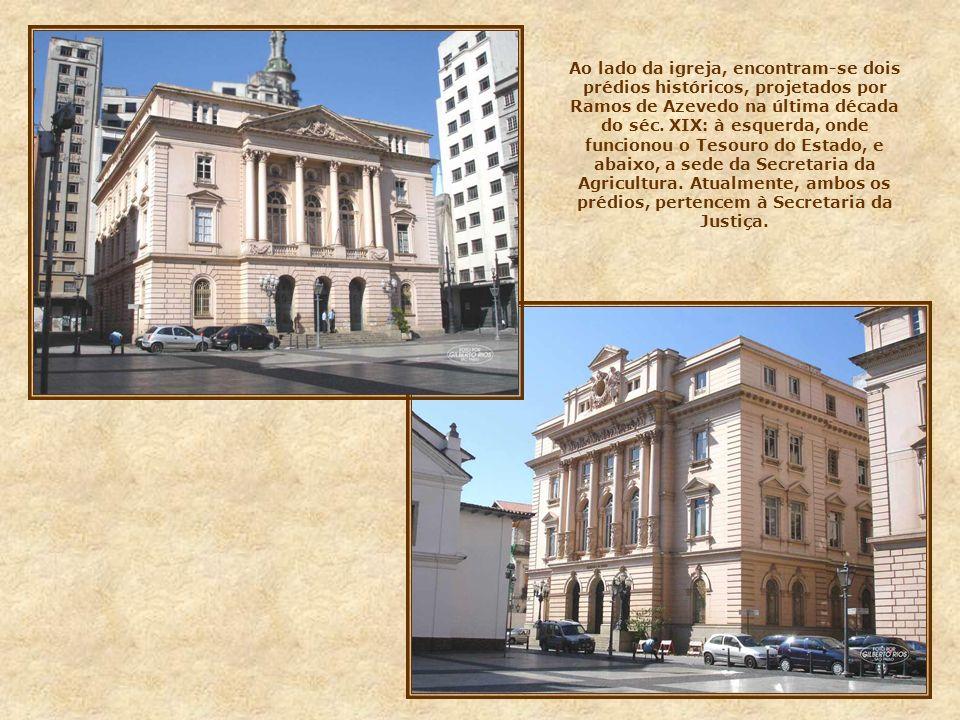 Ao lado da igreja, encontram-se dois prédios históricos, projetados por Ramos de Azevedo na última década do séc.