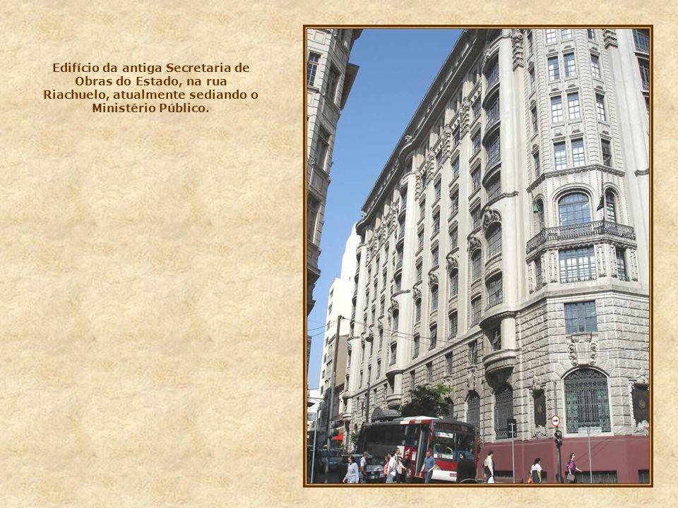 Edifício da antiga Secretaria de Obras do Estado, na rua Riachuelo, atualmente sediando o Ministério Público.