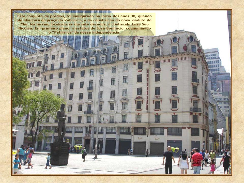 Este conjunto de prédios, foi inaugurado no início dos anos 30, quando da abertura da praça do Patriarca, e da construção do novo viaduto do Chá.