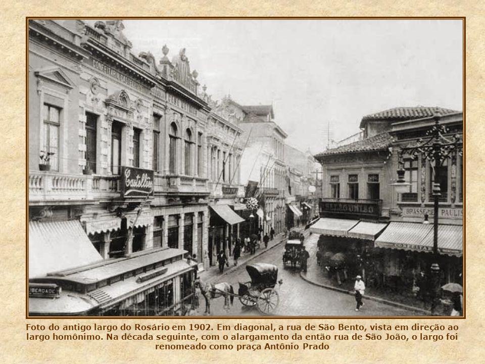 Foto do antigo largo do Rosário em 1902