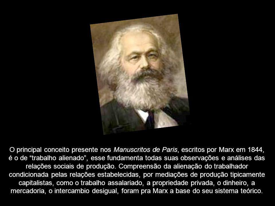 O principal conceito presente nos Manuscritos de Paris, escritos por Marx em 1844, é o de trabalho alienado , esse fundamenta todas suas observações e análises das relações sociais de produção.