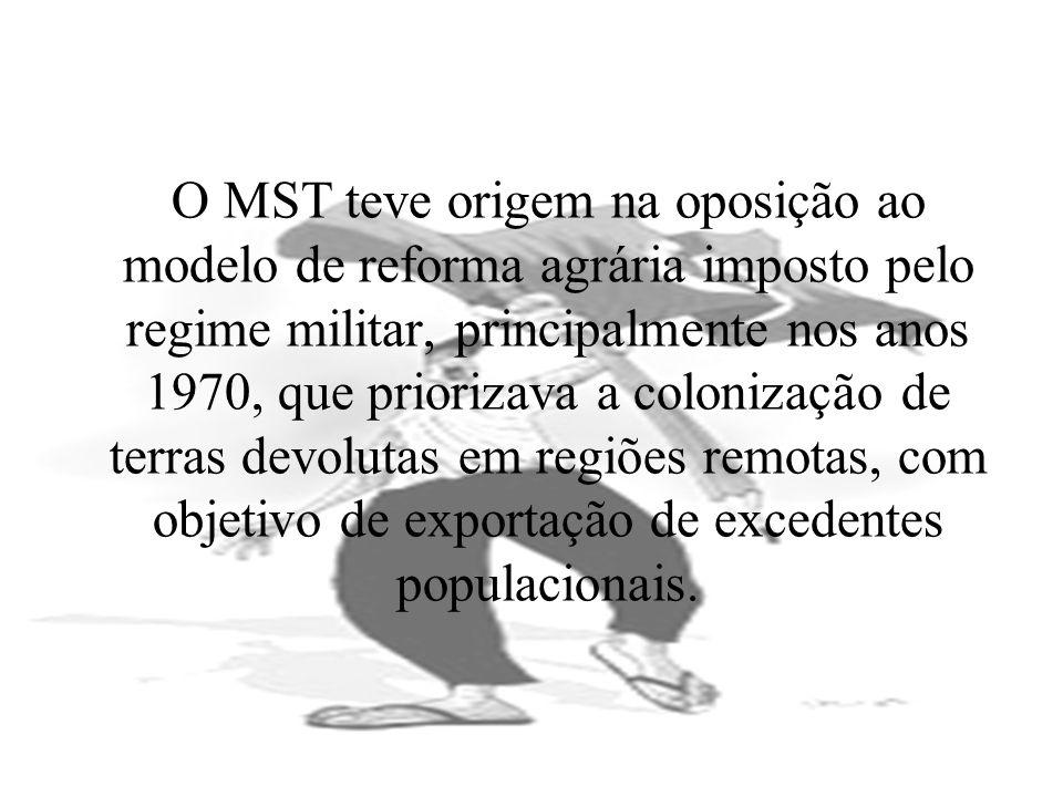O MST teve origem na oposição ao modelo de reforma agrária imposto pelo regime militar, principalmente nos anos 1970, que priorizava a colonização de terras devolutas em regiões remotas, com objetivo de exportação de excedentes populacionais.