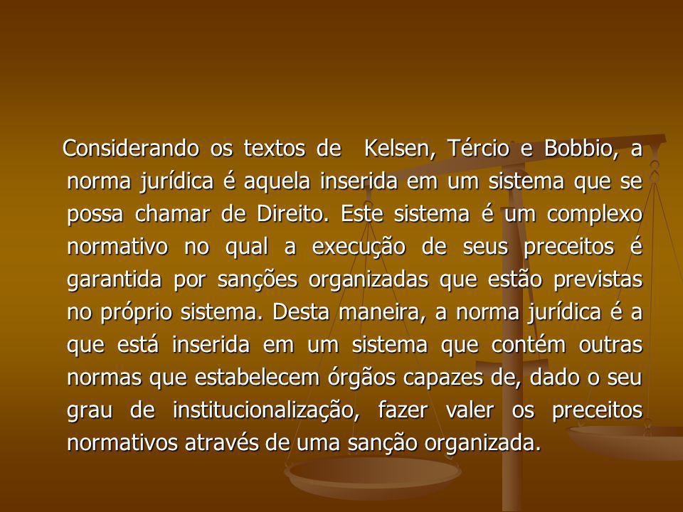 Considerando os textos de Kelsen, Tércio e Bobbio, a norma jurídica é aquela inserida em um sistema que se possa chamar de Direito.