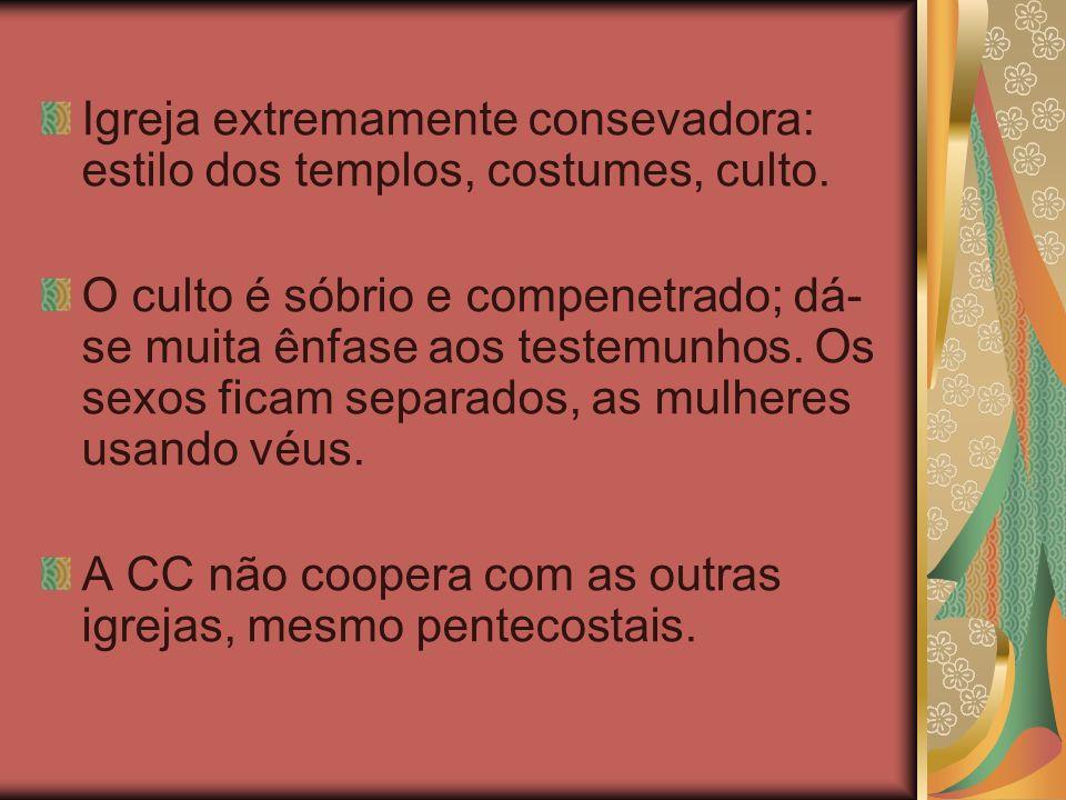 Igreja extremamente consevadora: estilo dos templos, costumes, culto.
