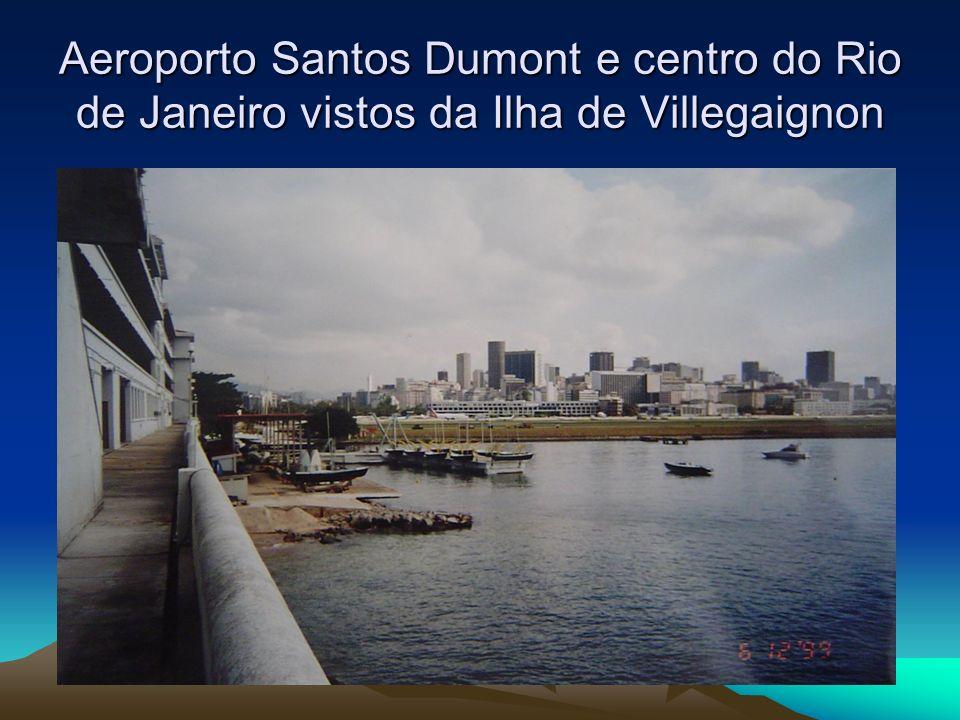 Aeroporto Santos Dumont e centro do Rio de Janeiro vistos da Ilha de Villegaignon