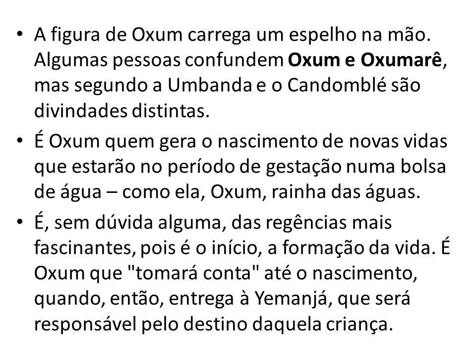 A figura de Oxum carrega um espelho na mão