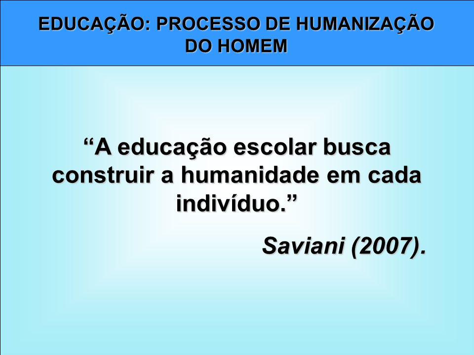 A educação escolar busca construir a humanidade em cada indivíduo.