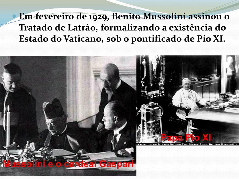 Em fevereiro de 1929, Benito Mussolini assinou o Tratado de Latrão, formalizando a existência do Estado do Vaticano, sob o pontificado de Pio XI.