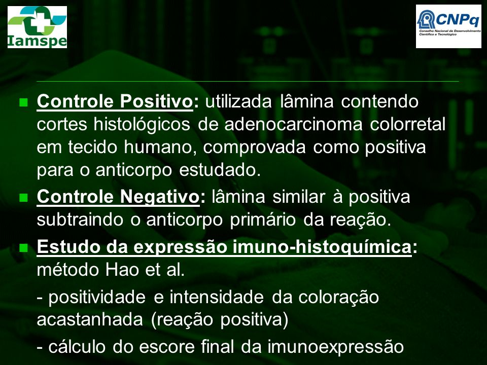Controle Positivo: utilizada lâmina contendo cortes histológicos de adenocarcinoma colorretal em tecido humano, comprovada como positiva para o anticorpo estudado.