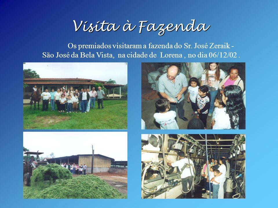 Visita à Fazenda Os premiados visitaram a fazenda do Sr.