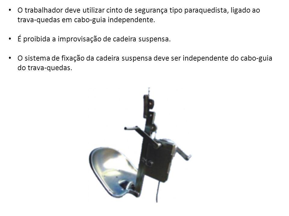 O trabalhador deve utilizar cinto de segurança tipo paraquedista, ligado ao trava-quedas em cabo-guia independente.