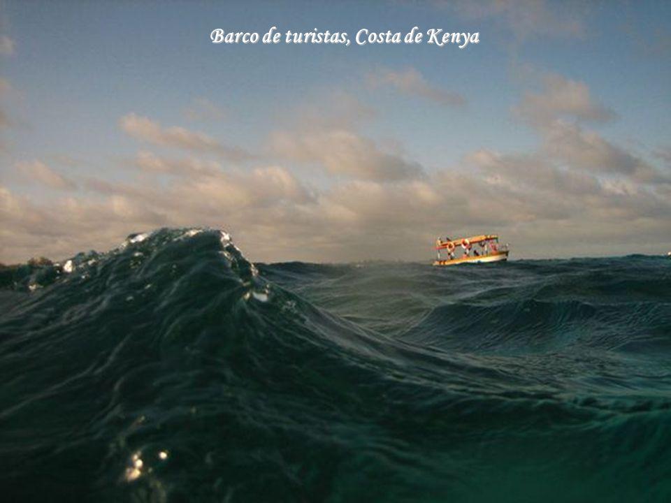 Barco de turistas, Costa de Kenya